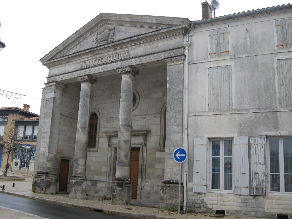 17320-EGLISE PROTESTANTE UNIE DE MARENNES dans 17-Charente Maritime 17-marennes