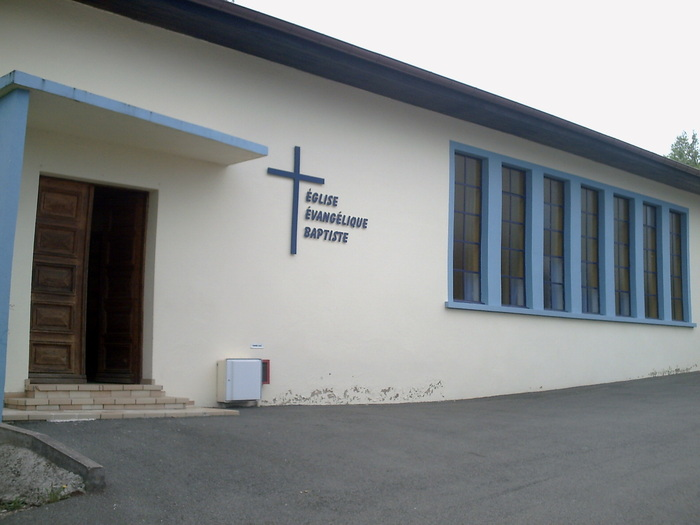 25seloncourt-eglise-entree-baptiste baptistes dans EGLISES