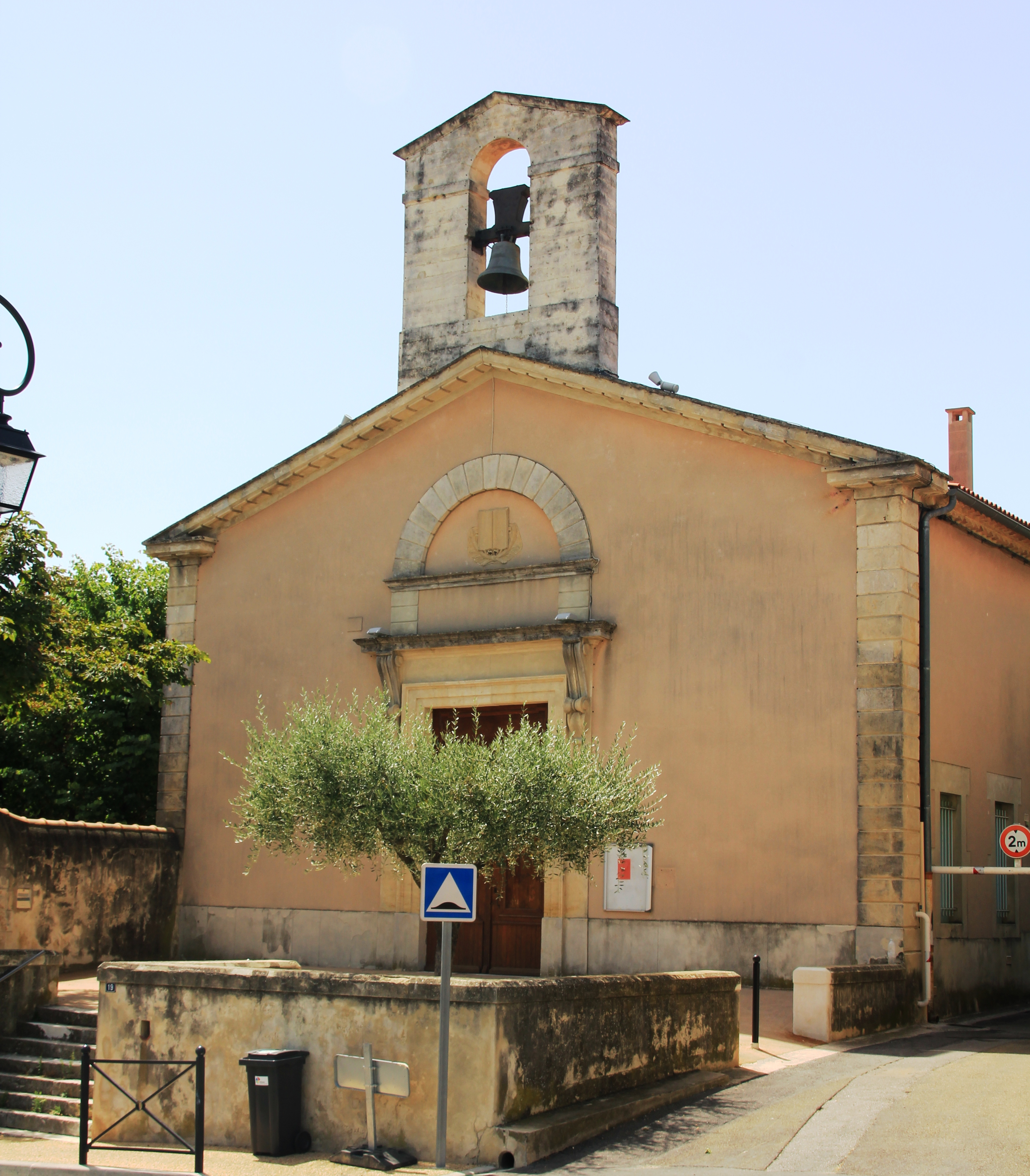 30-milhaud-hd église protestante dans EGLISES