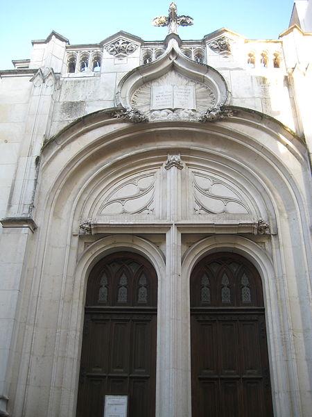 450px-temple_protestant_de_vichy_2 dans EGLISES
